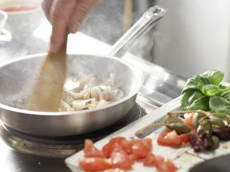 Tintenfisch in pikanter Tomatensauce: Zubereitungsschritt 4