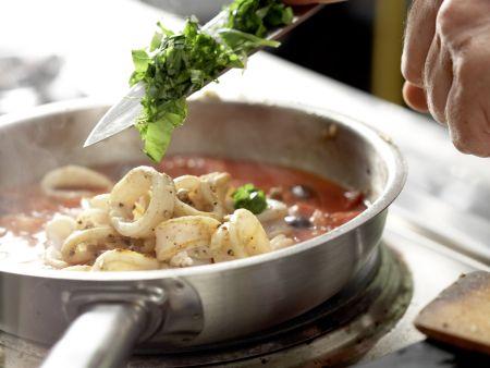 Tintenfisch in pikanter Tomatensauce: Zubereitungsschritt 6