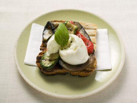 Toast mit Grillgemüse und Mozzarella