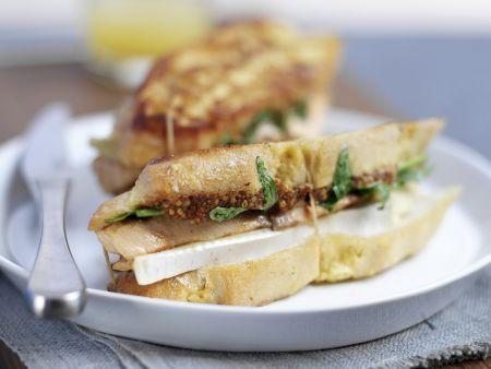 Toast-Sandwich mit gegrilltem Lachs