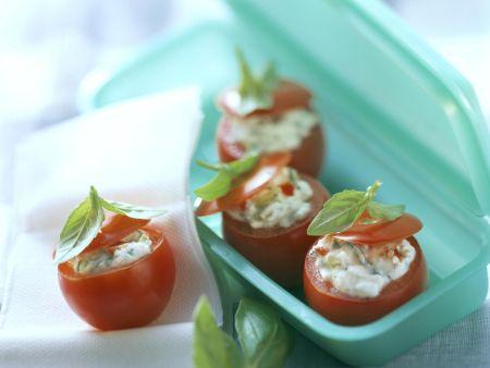 Tomaten gefüllt mit Oliven-Frischkäse