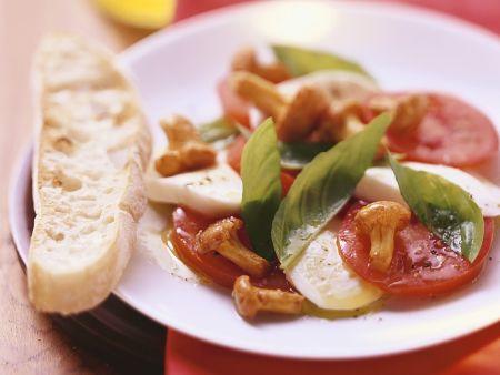 Tomaten-Mozzarella mit Pilzen