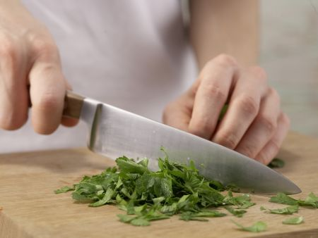 Tomaten-Omelett auf Kürbiskernbrot: Zubereitungsschritt 2
