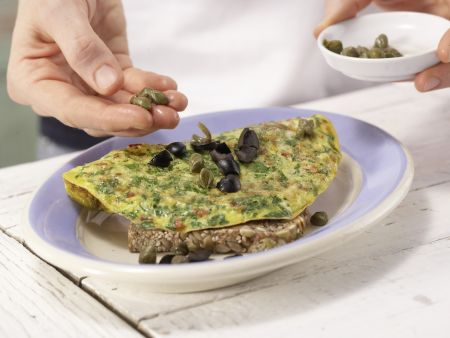 Tomaten-Omelett auf Kürbiskernbrot: Zubereitungsschritt 7