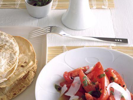 Tomaten-Passionsfruchtsalat mit Garnelen