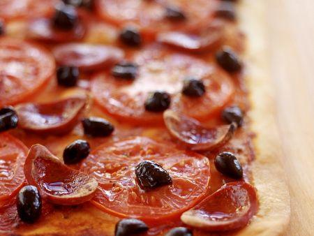 tomaten pizza mit salami vom blech rezept eat smarter. Black Bedroom Furniture Sets. Home Design Ideas