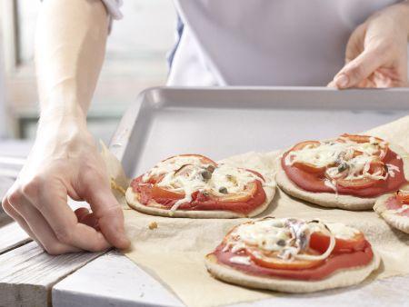 Tomaten-Sardellen-Pizza: Zubereitungsschritt 11