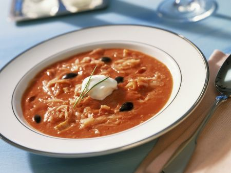 Tomaten-Sauerkrautsuppe mit Oliven