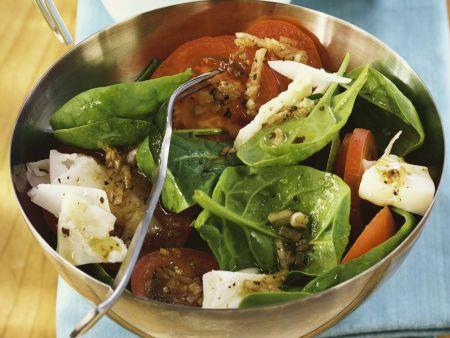 tomaten spinat salat mit ziegenk se rezept eat smarter. Black Bedroom Furniture Sets. Home Design Ideas