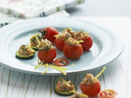 Rezept: Tomaten- und Gurkenhäppchen mit Lachstatar
