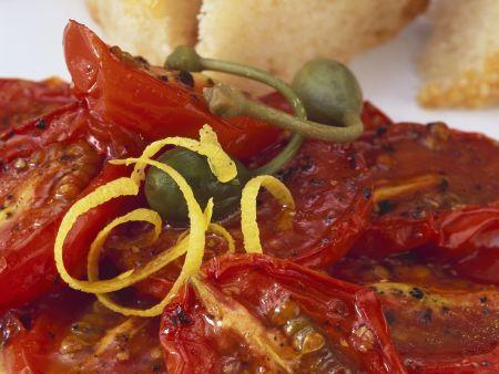 Tomaten vom Grill mit Kapern mit Zitronenabrieb