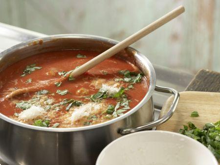 Tomatensuppe mit Hackbällchen: Zubereitungsschritt 7