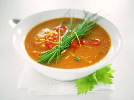 Rezept: Tomatensuppe mit Gemüseeinlage