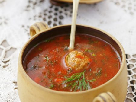 Tomatensuppe und Hackfleischklößchen