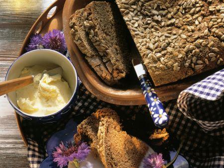 Rezept: Krustenbrot mit Sonnenblumenkernen