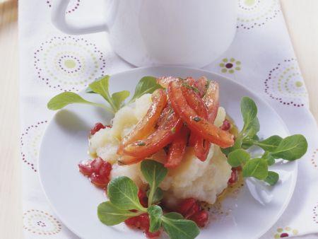 Topinambur-Stampf mit Tomaten und Grantapfelsauce