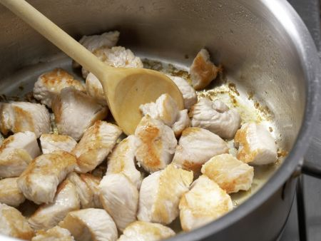 Tortellini mit Putensauce: Zubereitungsschritt 3
