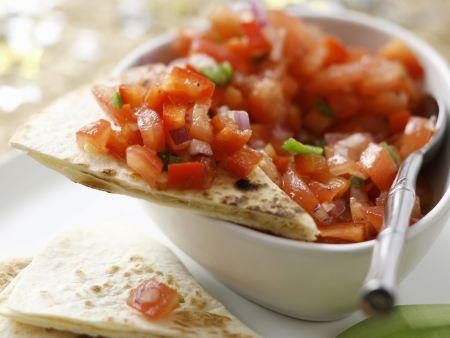 Tortilla mit Avocado und Tomatensalsa
