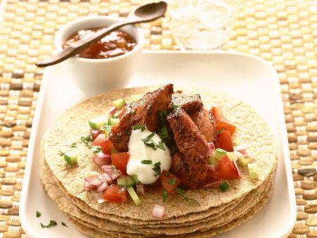 Tortilla mit Hähnchen und Salsa