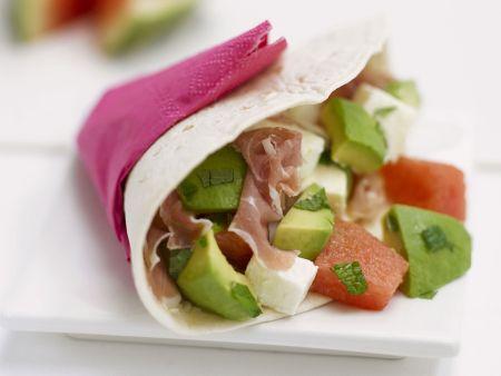 Tortilla mit Rohschinken, Avocado und Wassermelone