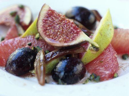 Traubensalat mit Feigen und Datteln