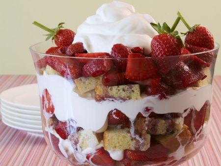 Trifle mit Erdbeeren