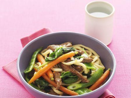 Udon-Nudeln mit Rindfleisch und Honigmöhren