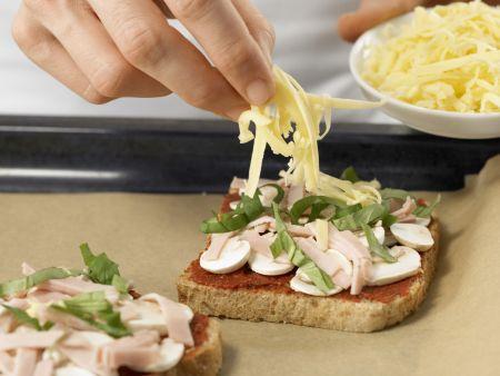 Überbackener Pizza-Toast: Zubereitungsschritt 6