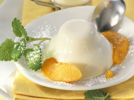 Vanille-Joghurt-Flammerie mit Pfirsichen aus der Dose