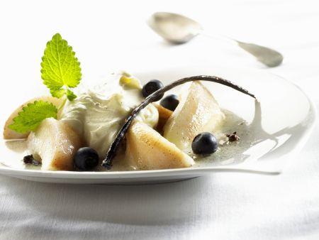 Vanille-Mascarpone mit Birnen und Blaubeeren