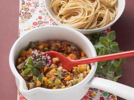 Vegane Gemüse-Bolognese mit Nudeln
