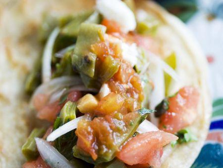Vegetarischer Taco mit scharfem Dip