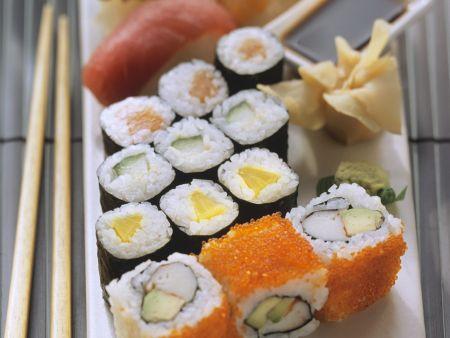 Verschiedene Sushi-Röllchen