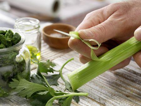 Vollkorn-Pasta mit grüner Sauce: Zubereitungsschritt 2