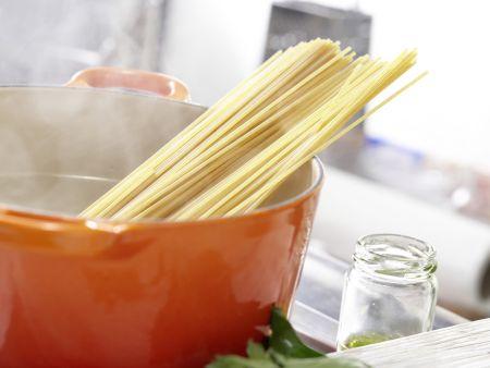Vollkorn-Pasta mit grüner Sauce: Zubereitungsschritt 5