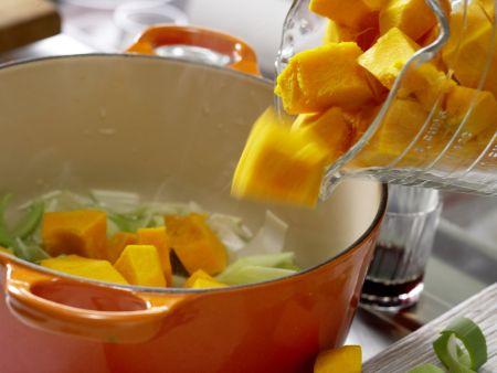Vollkorn-Spaghetti mit Kürbissauce: Zubereitungsschritt 5