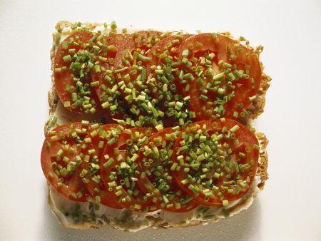 Vollkornbrot mit Tomaten