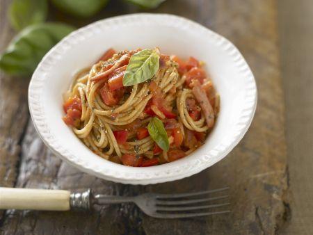 Vollkornpasta mit Tomaten und Basilikum