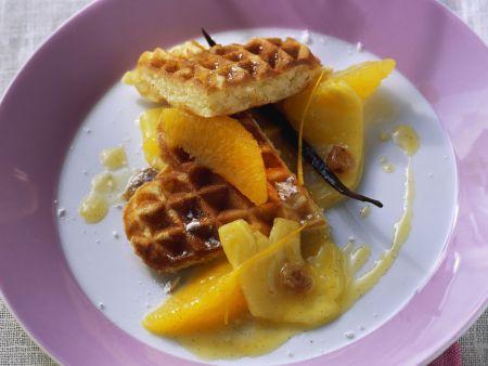Waffeln mit Ananas-Orangen-Kompott