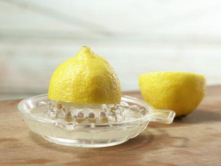 Waldorfsalat mit Ananas: Zubereitungsschritt 2