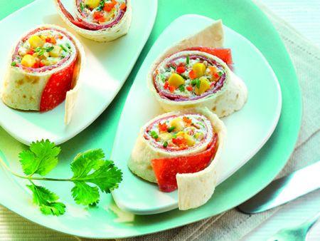 Warme Wraps mit Hähnchen-Salami