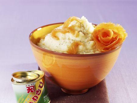 Wasabi-Kartoffelpüree mit Sellerie und geräuchertem Lachs