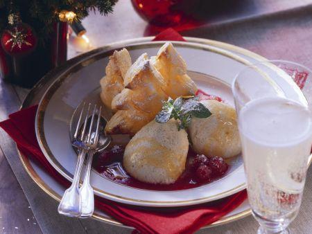 Weihnachtliches Honigmousse mit Fruchtsoße