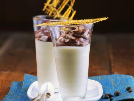 Weiße Kaffeecreme mit Schokohäubchen