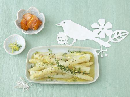 Weiße Spargelstangen mit Thymian-Zitronen-Butter