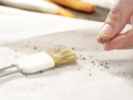 Weißer Spargel im Papierpaket: Zubereitungsschritt 4