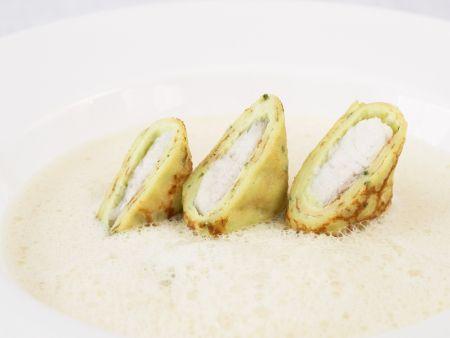 Weißkohl-Riesling-Suppe mit Aal-Röllchen