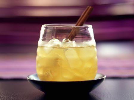 Whisky mit Apfelsaft und Zimt