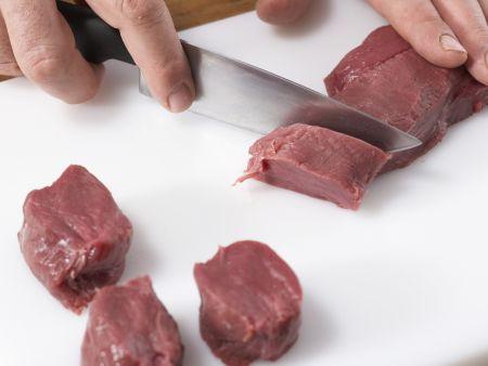 Wildschwein-Medaillons mit Walnusskruste: Zubereitungsschritt 1