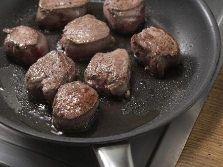 Wildschwein-Medaillons mit Walnusskruste: Zubereitungsschritt 2